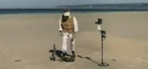 Копатель откопал джип на пляже