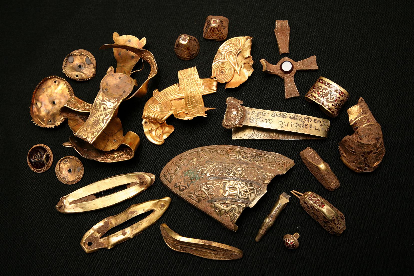 Крупнейший клад англо-саксов (много золота) - hobby detectin.