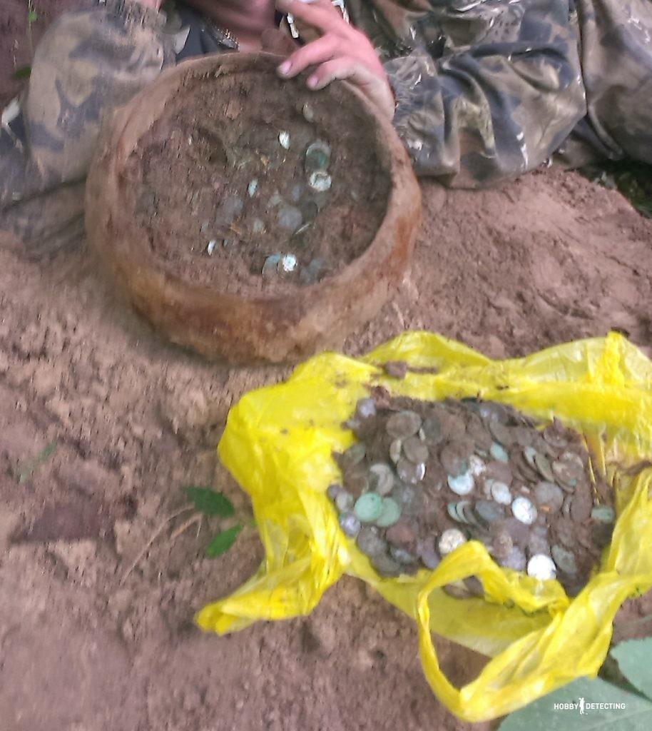 Находка клад - чугунок с советскими монетами (Конкурсная история копателя!)
