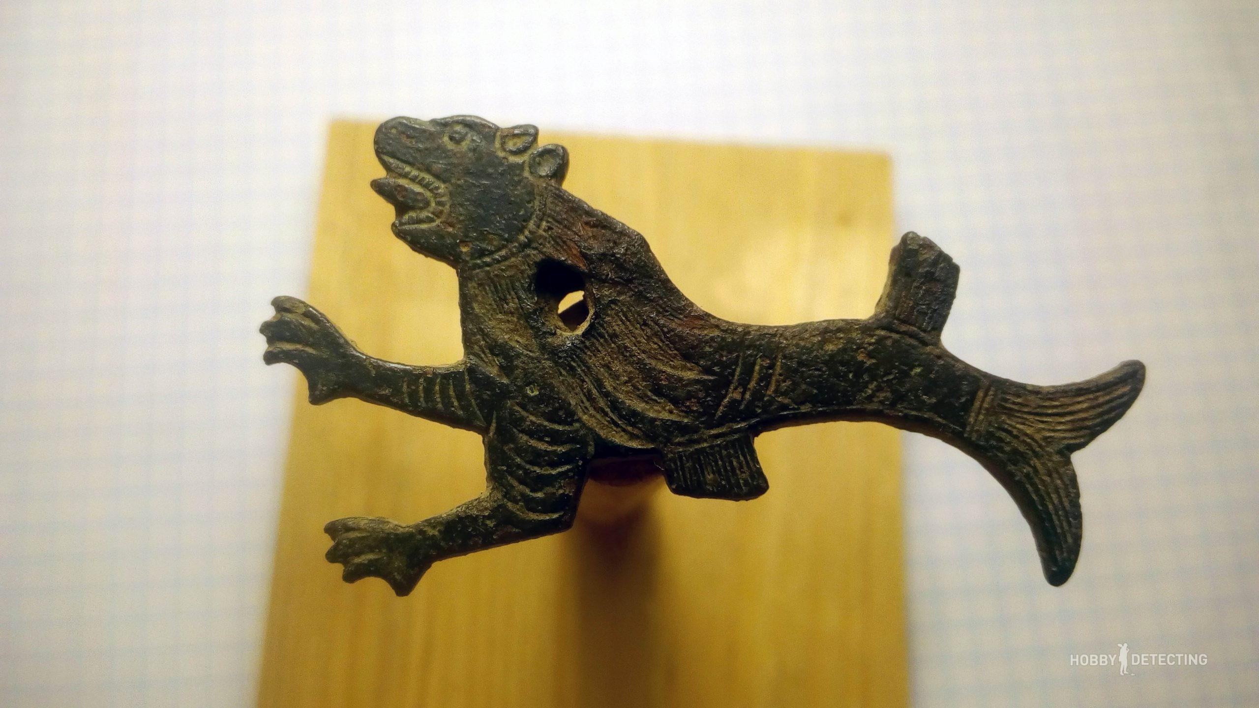 nashel-zoomorfnuyu-figurku
