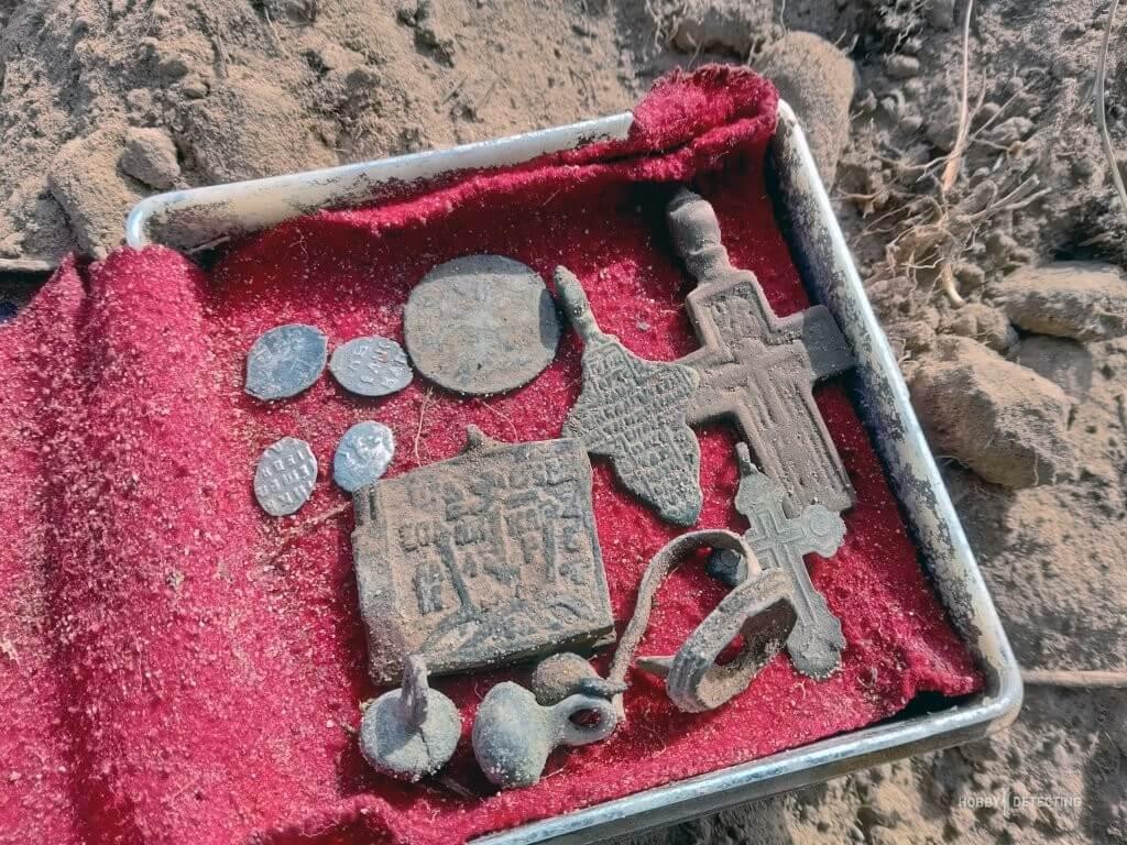 Можно ли копать, хранить, носить, продавать нательные крестики