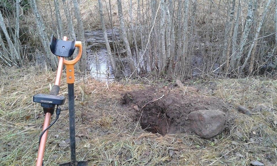Kui mina esimest korda käisin metallidetektoriga otsimas, siis juhtus nii.... Kui läksin metsa, nägin ja arvasin , et see on lennukipomm. 😬 Kui kaevasin augu põllul siis arvasin , et leidsin suure rahapaja 😎  R.Toomas